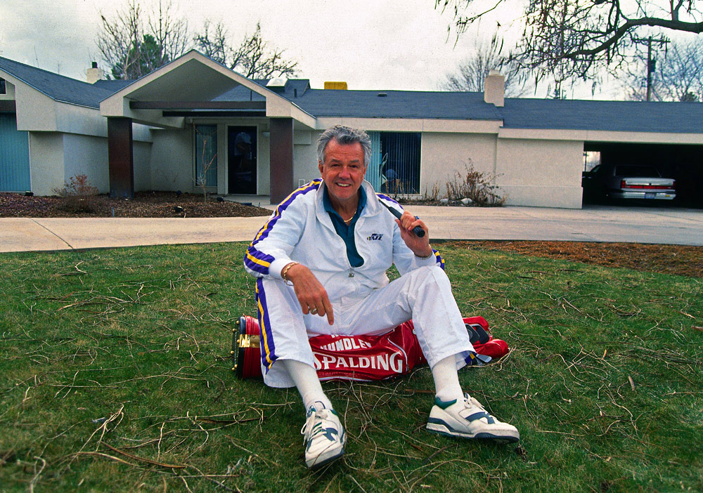 Utah Jazz radio announcer Hot Rod Hundley poses with a set of golf clubs in front of his house in Salt Lake City, Utah on March 15, 1991. (Photo by Brad Mangin)